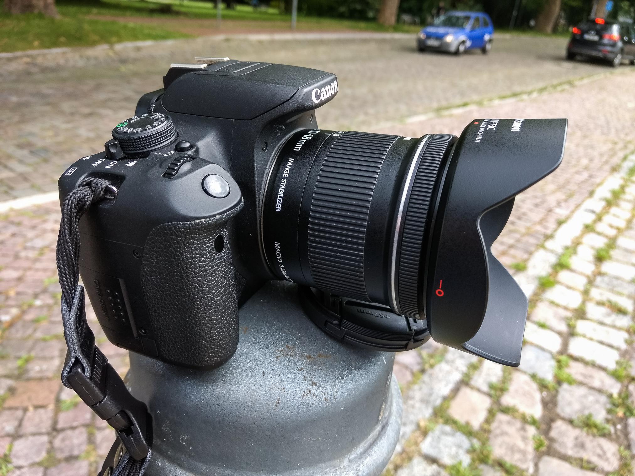 Die Kamera auf einem Pfeiler