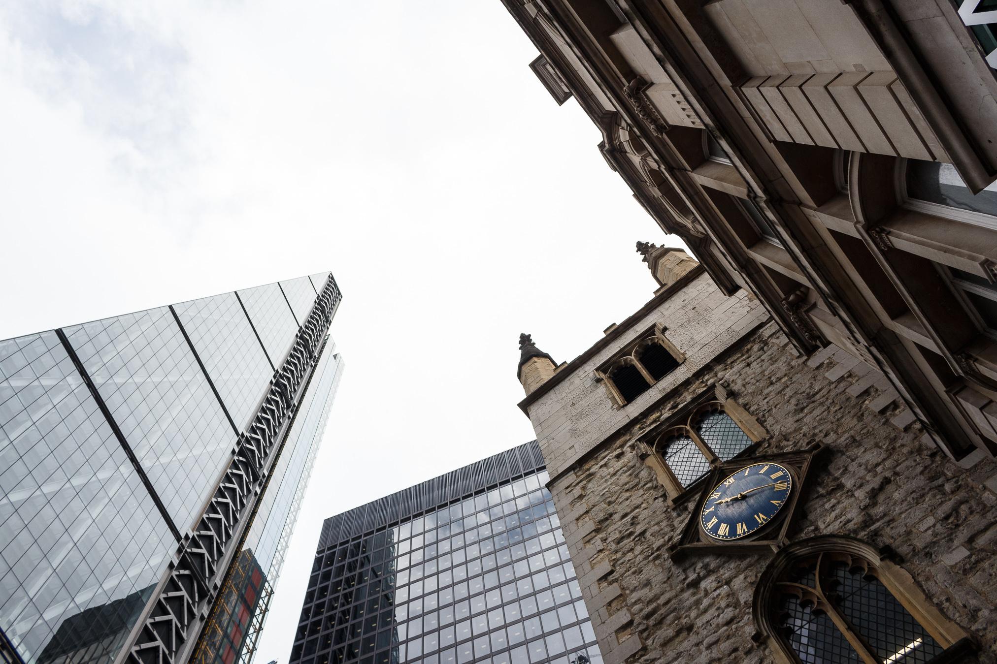 Gerade in Städten mit Hochhäusern lohnt es sich, die Kamera nach oben zu halten