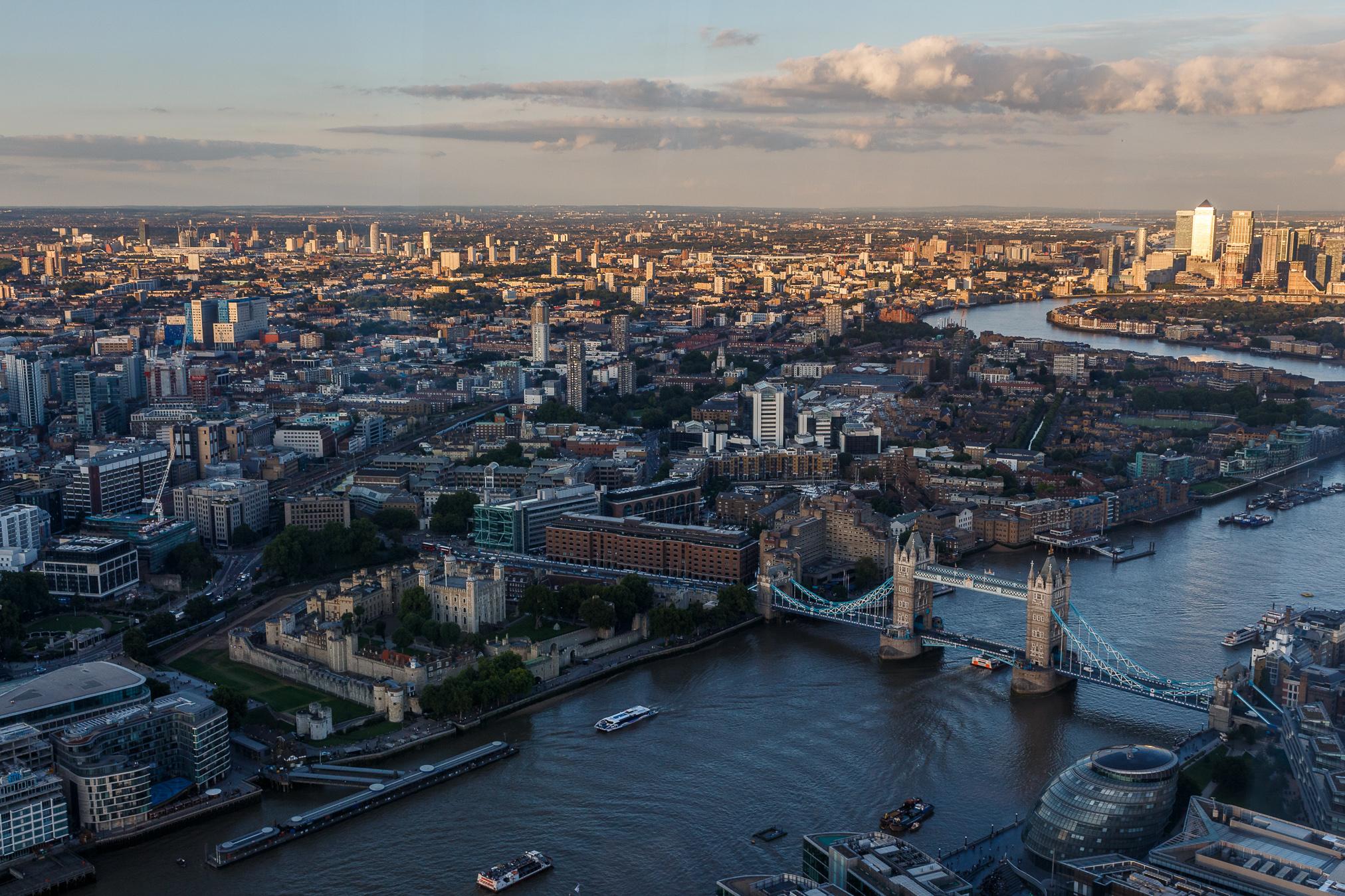 Von The Shard, dem höchsten Gebäude der EU, hat man einen fantastischen Blick auf London - man muss jedoch mit starken Spiegelungen leben