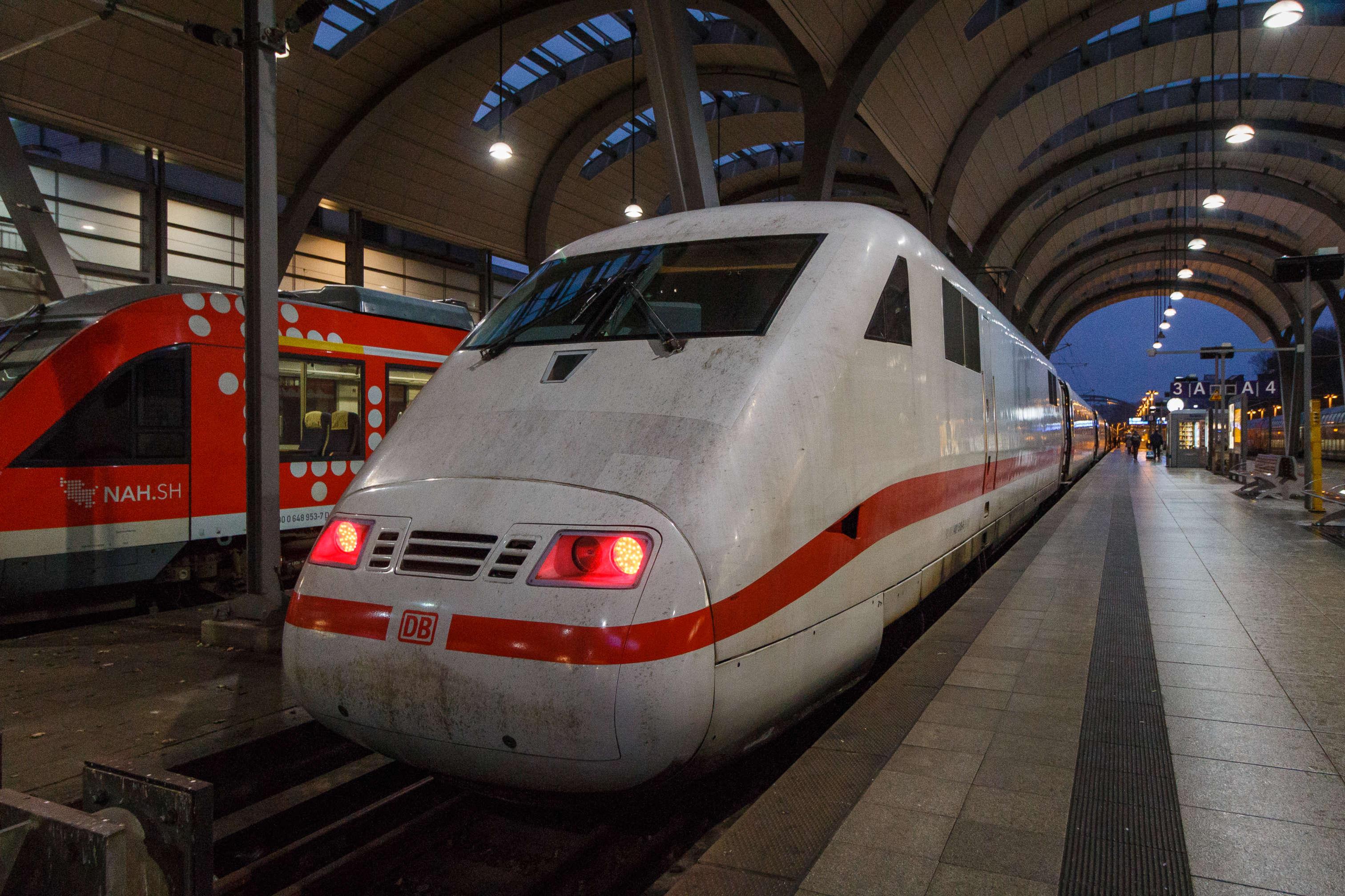 Ein ICE im Kieler Hauptbahnhof (Archivbild)