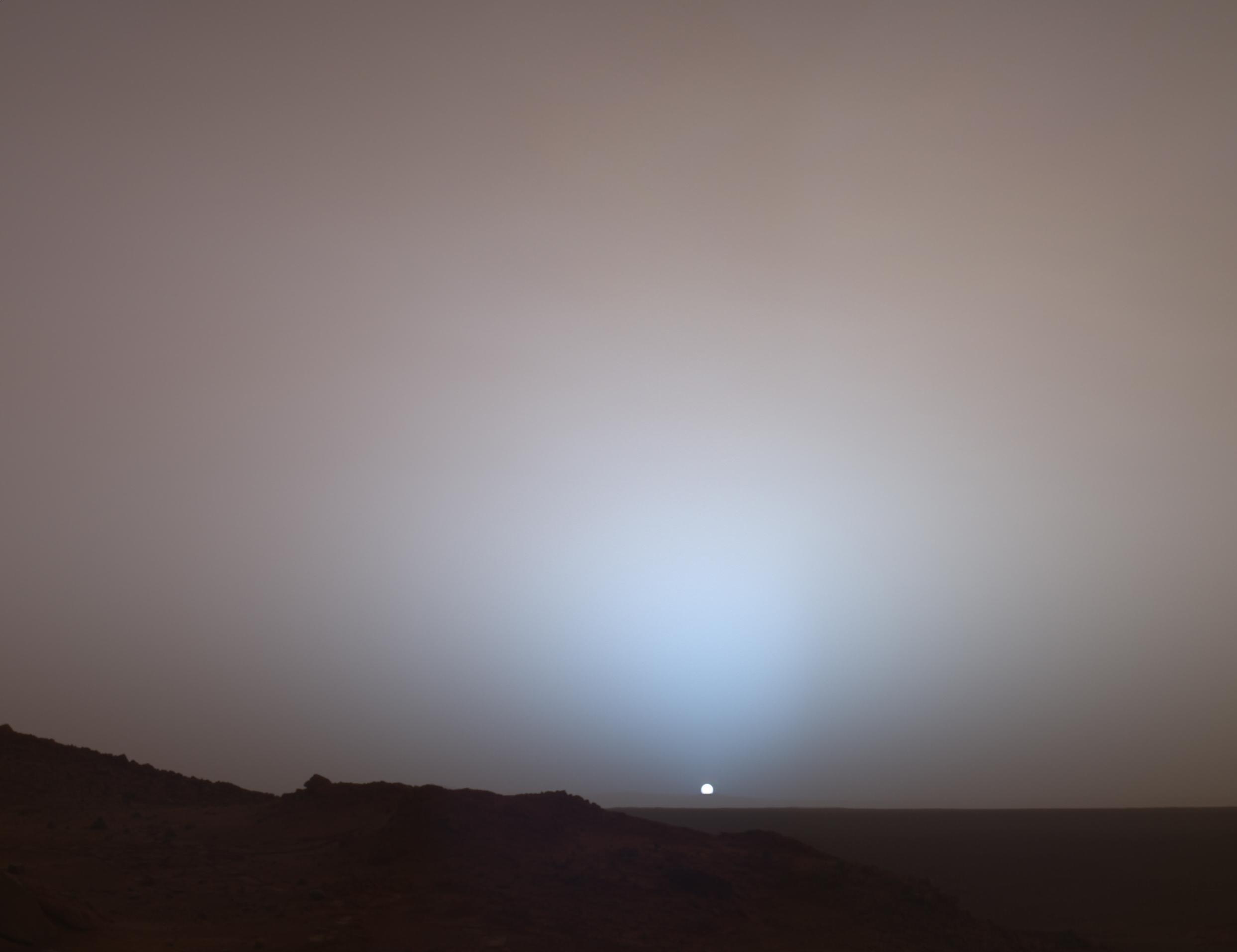 So sieht der Sonnenuntergang übrigens auf dem Mars aus (Raumsonde Spirit), Credits: NASA/JPL/Texas A&M/Cornell