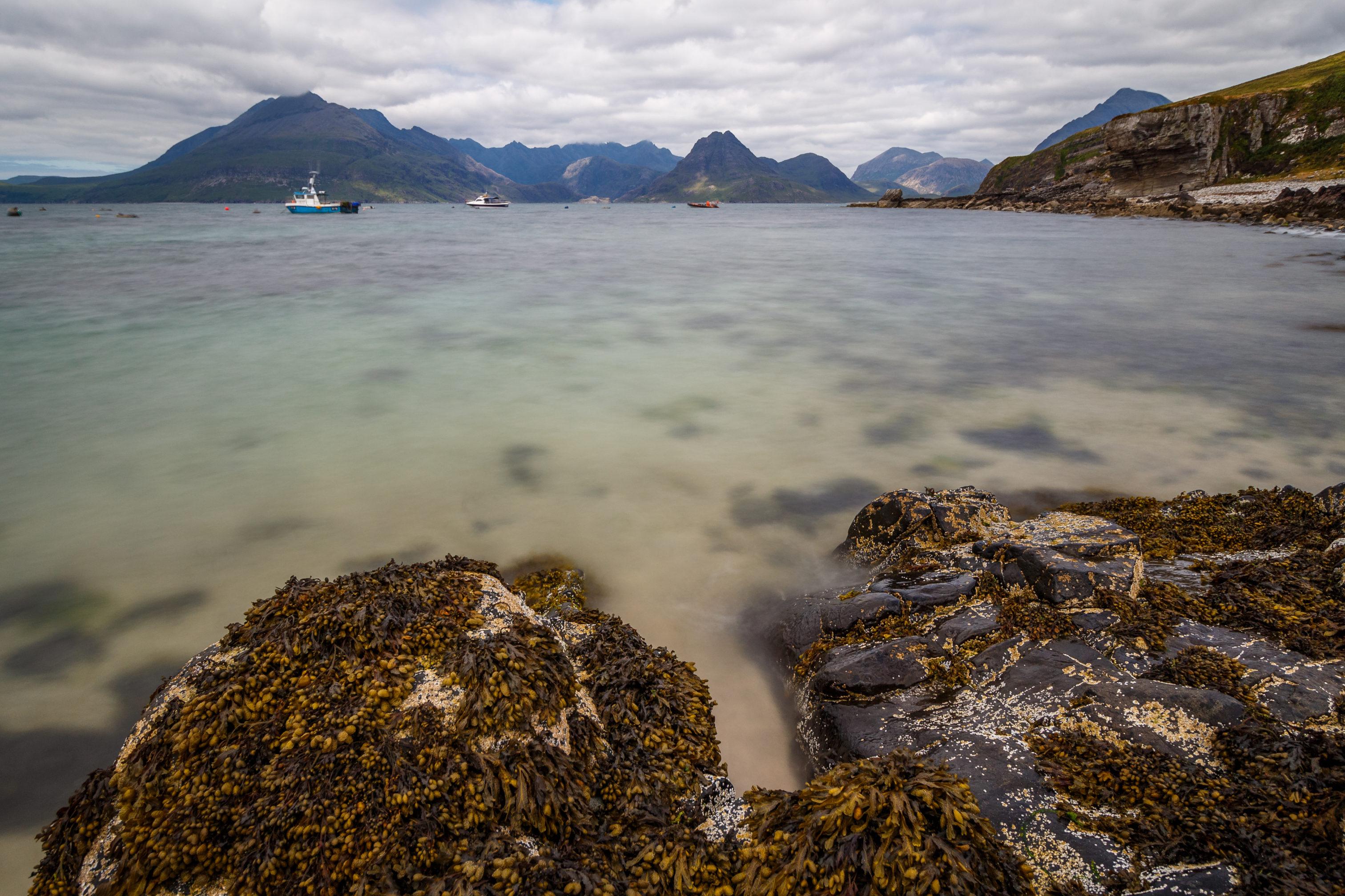 Die Farbe des Wasser in der Elgol-Bucht erinnert an die Südsee