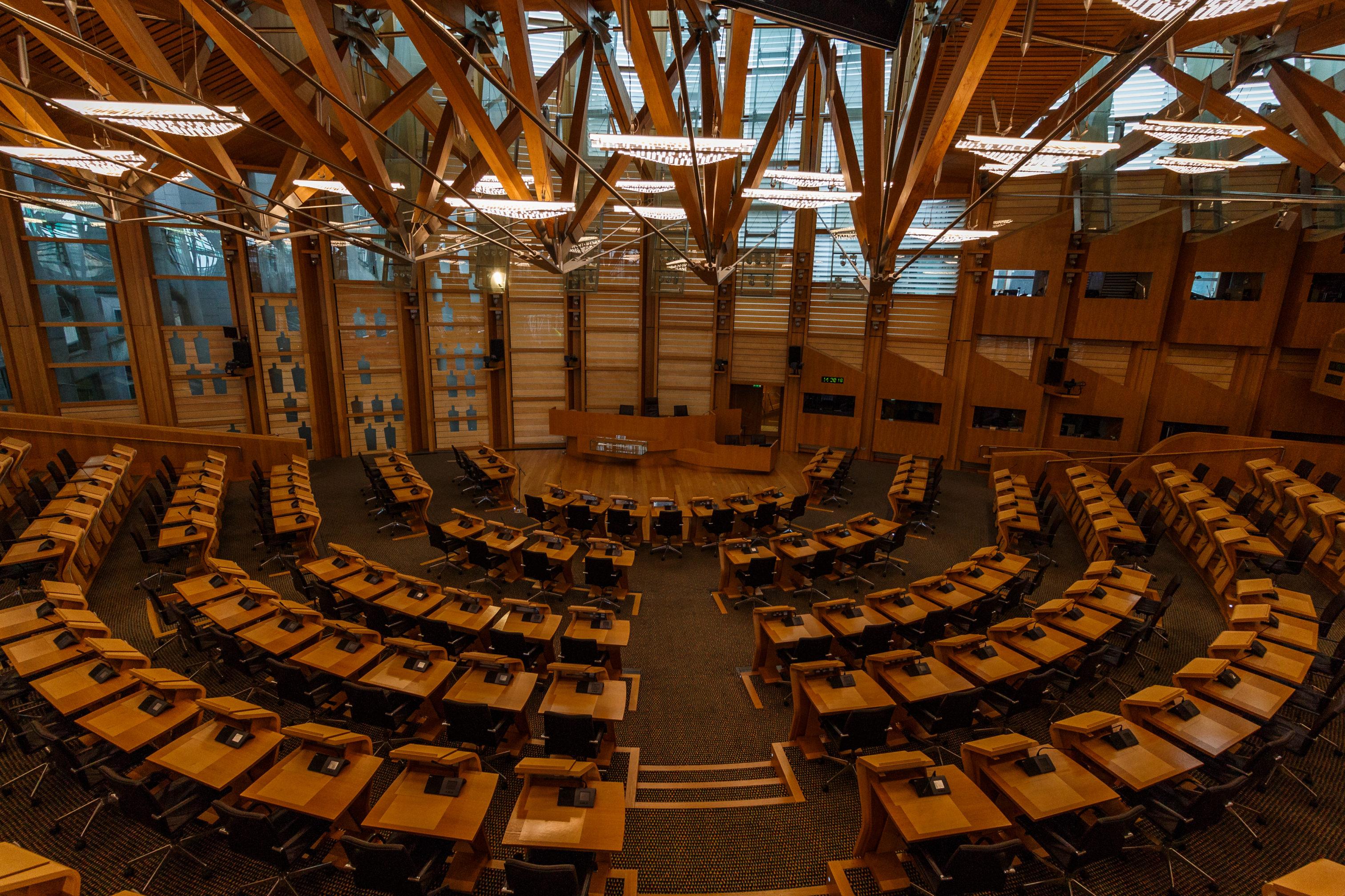 Der Plenarsaal des schottischen Nationalparlamentes