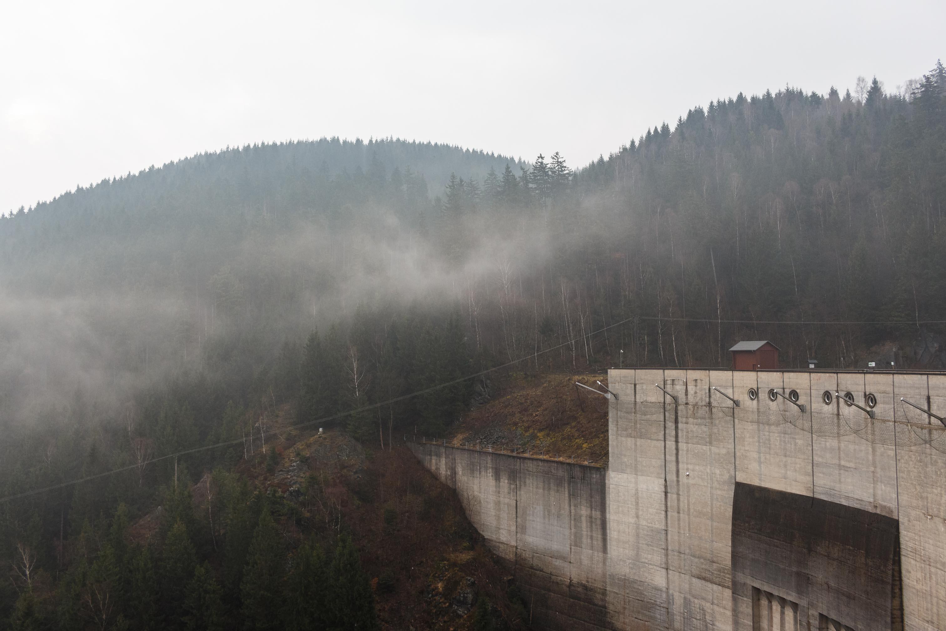Berglandschaft mit Nebelschwaden