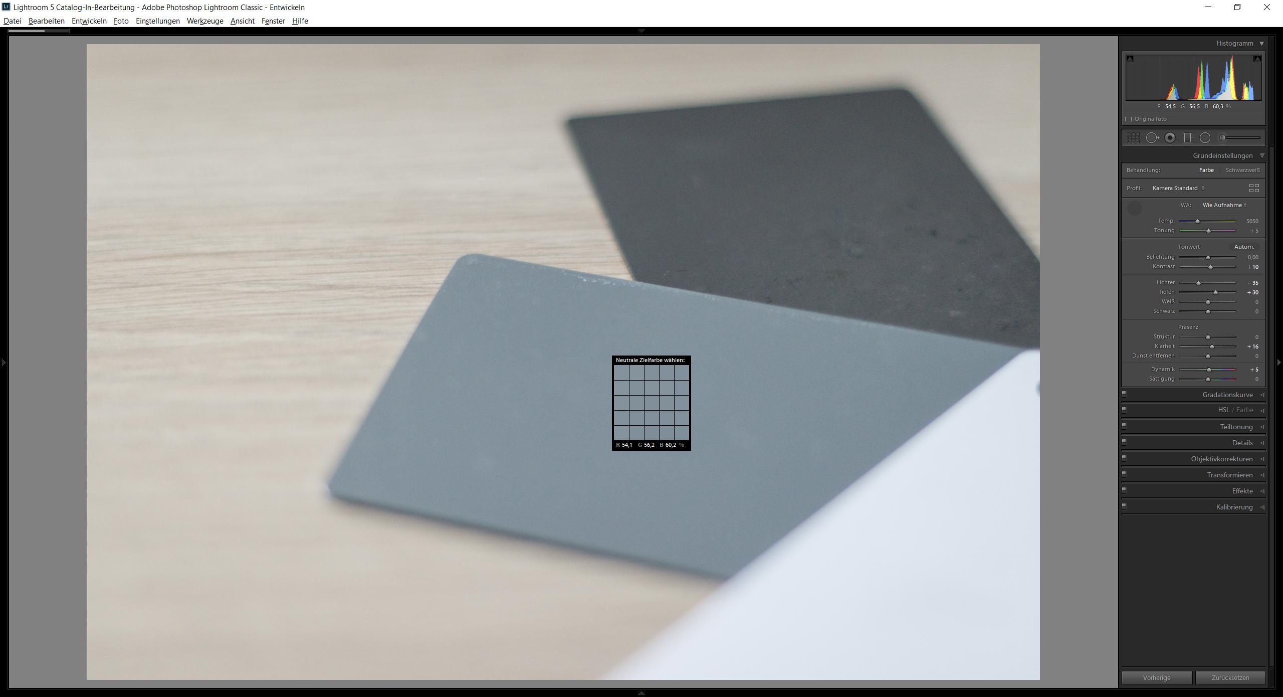 Die Pipette wollte einfach nicht auf den Screenshot, aber so ähnlich sieht das Auswählen einer Referenzfläche aus